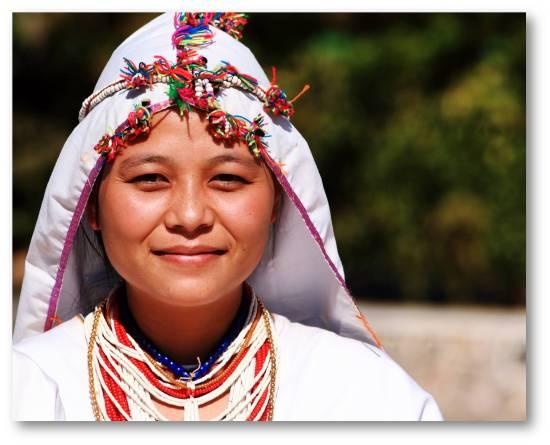 Penduduk Myanmar dan Pakaiannya