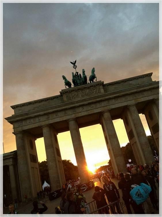 Menapaki Revolusi Jerman di Gerbang Brandenburg